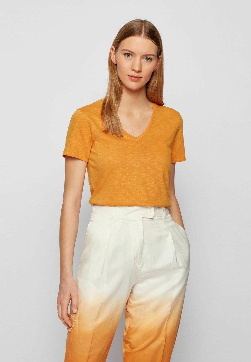 BOSS - Basic T-shirt - open yellow