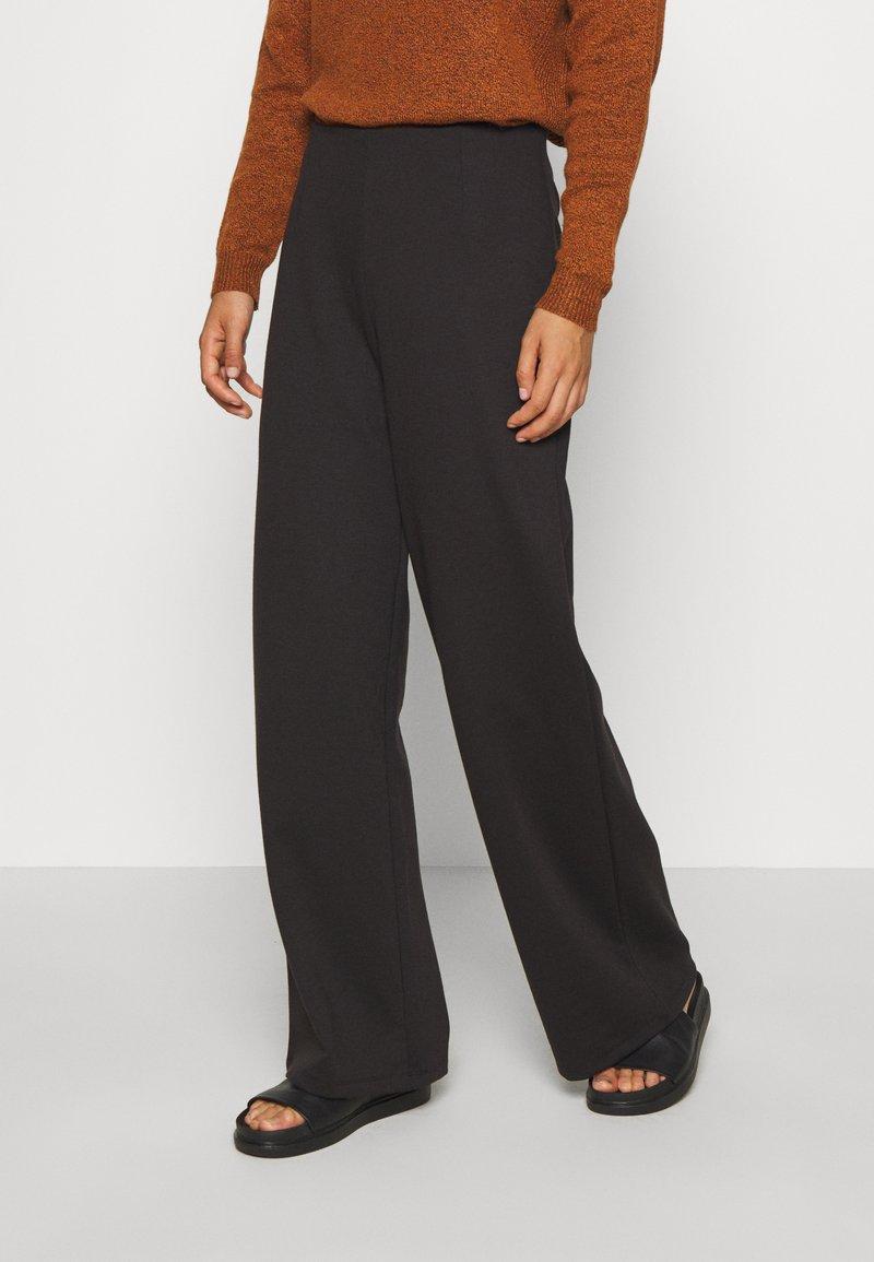 ONLY - ONLFEVER CLARA PANT - Pantalones - black