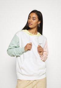 Nike Sportswear - HOODIE - Kapuzenpullover - sail - 0