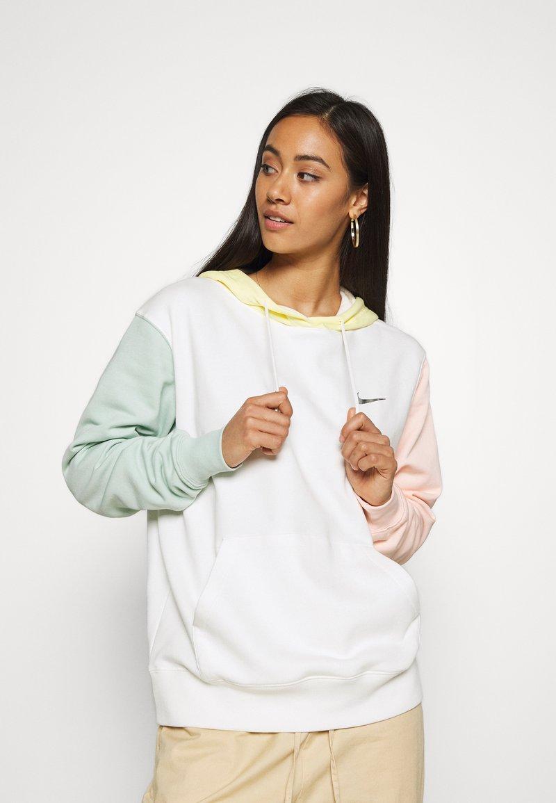Nike Sportswear - HOODIE - Kapuzenpullover - sail