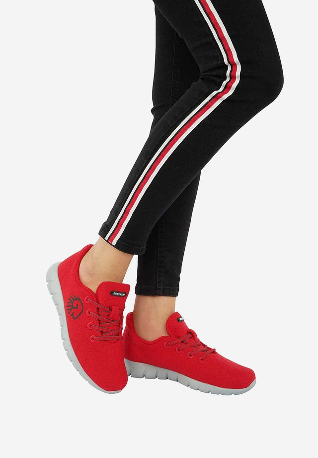 RUNNERS - Baskets basses - red