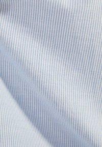 Bershka - MIT MAOKRAGEN 00913019 - Shirt - light blue - 5