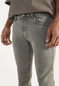Bershka - Jeans Skinny Fit - light grey - 3