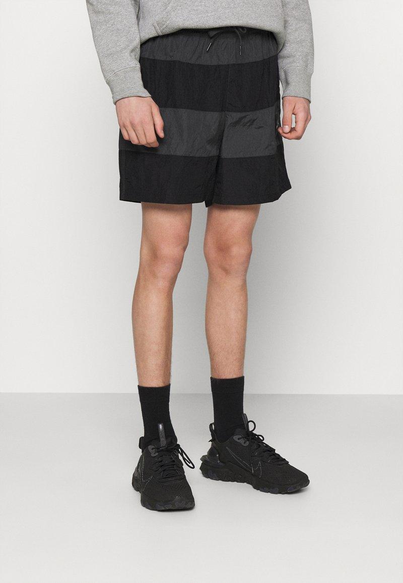 Nike Sportswear - Shorts - black/smoke grey