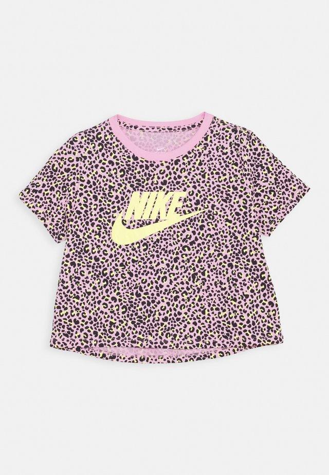 TEE CROP  - T-shirt z nadrukiem - pink rise/limelight