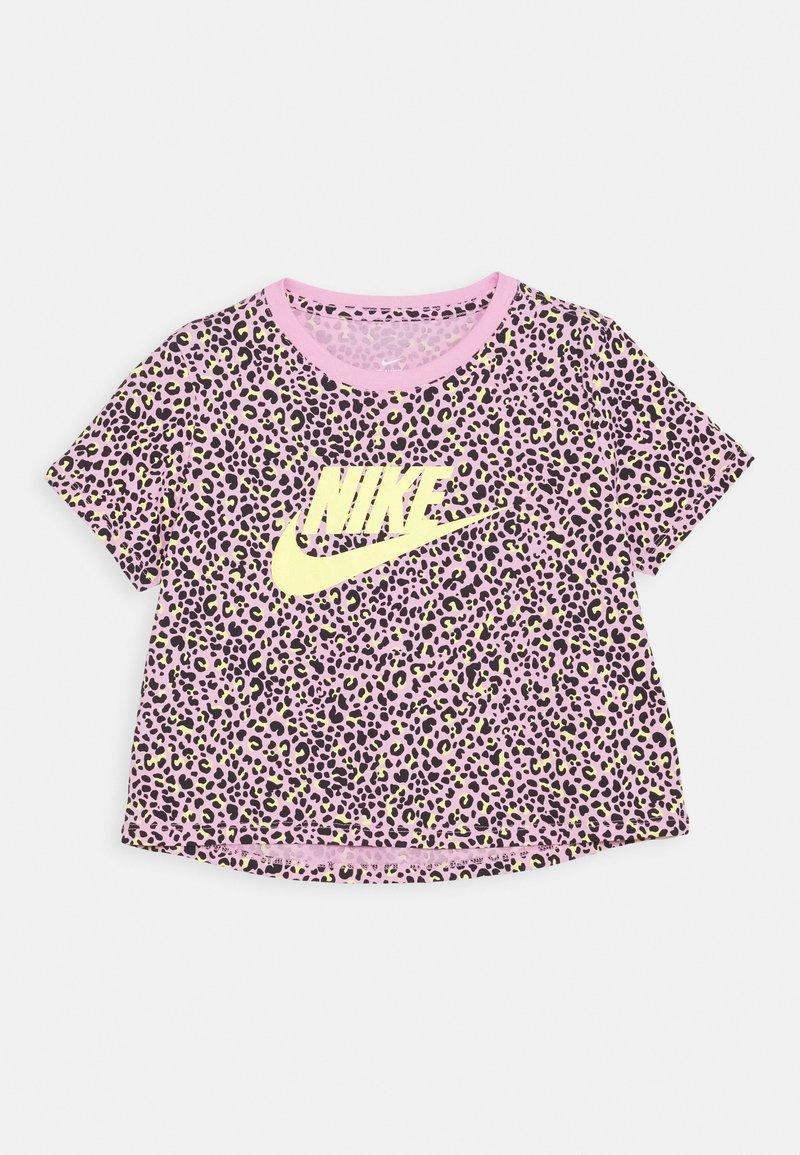 Nike Sportswear - TEE CROP  - T-shirt z nadrukiem - pink rise/limelight