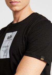 Alpha Industries - Print T-shirt - black - 6