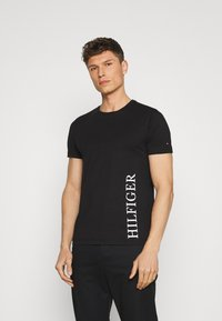 Tommy Hilfiger - SMALL LOGO TEE - T-shirt con stampa - black - 0