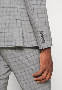 Isaac Dewhirst - THE FASHION SUIT PIECE CHECK - Completo - grey - 16