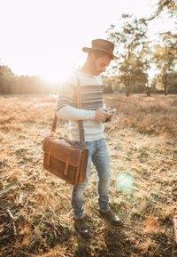 Gusti Leder - Briefcase - brown - 1