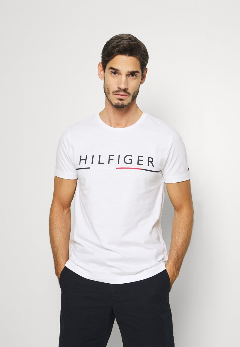 Tommy Hilfiger - GLOBAL STRIPE TEE - T-shirt con stampa - white