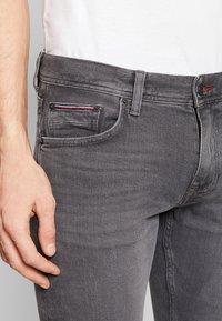 Tommy Hilfiger - DENTON AMES GREY - Straight leg jeans - grey - 5