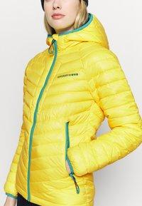 Superdry - ALPINE PADDED MID LAYER - Skijakker - blazing yellow - 6