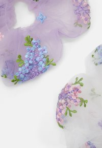 Pieces - PCLINDSEY OVERSIZED SCRUNCHI 2 PACK - Haaraccessoire - bright white/lilac - 1