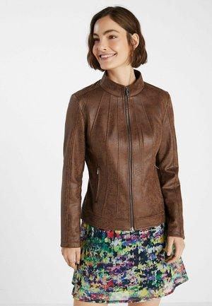 SLIM HIGH NECK - Imitatieleren jas - brown