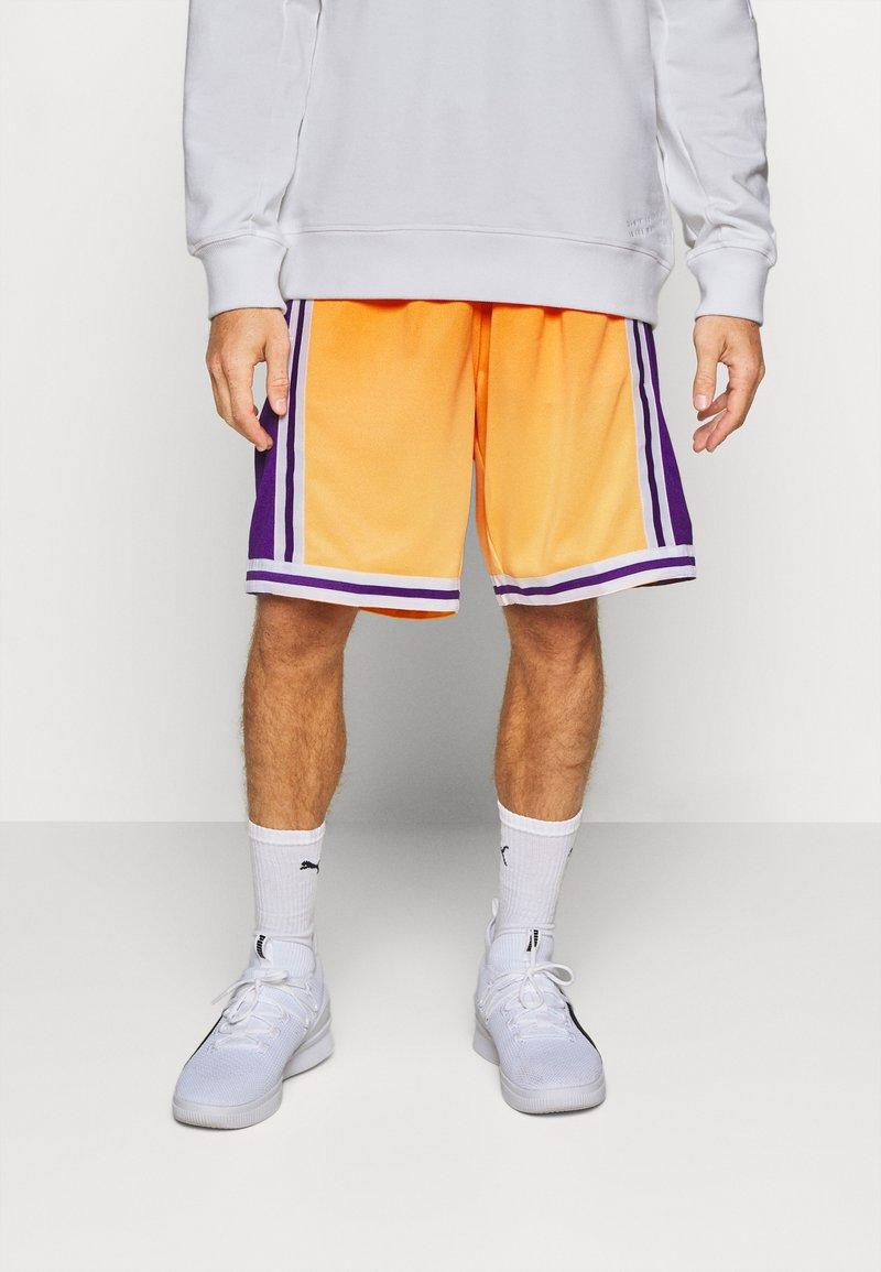 Mitchell & Ness - LOS ANGELES LAKERS NBA FADED SWINGMAN SHORTS - Short de sport - light gold