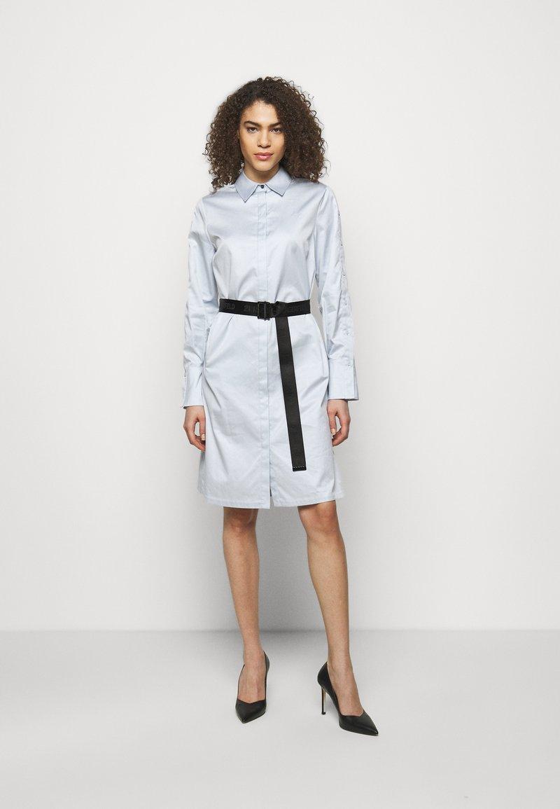 KARL LAGERFELD - CHINTZ SHIRT DRESS - Shirt dress - artic ice