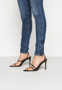 Tommy Jeans - NORA ANKLE ZIP  - Jeans Skinny Fit - jasper mid blue - 3