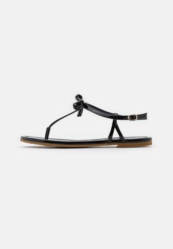 PIAZZA - Sandály s odděleným palcem - black