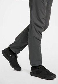 Haglöfs - L.I.M LOW - Hiking shoes - true black - 1