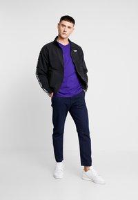 adidas Originals - ADICOLOR 3 STRIPES TEE - T-shirts print - collegiate purple - 1