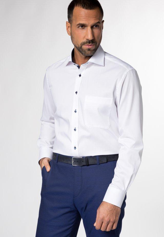 REGULAR FIT - Skjorte - weiß