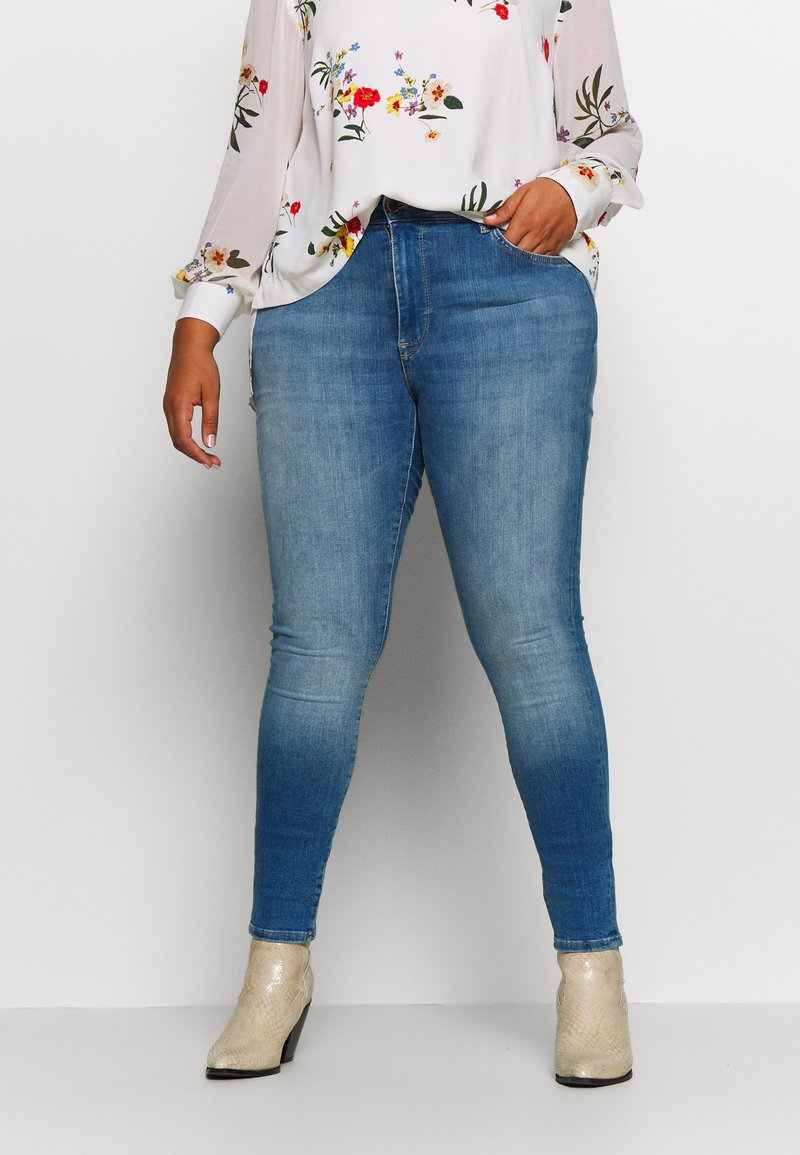 ONLY Carmakoma - CARMAYA SHAPE - Jeans Skinny Fit - light blue denim