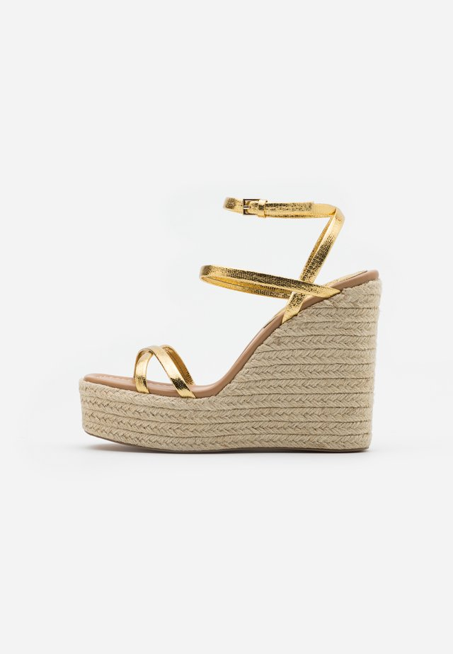WILLA WEDGE - Sandales à talons hauts - gold