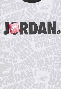 Jordan - JUMPMAN BY SPLASH TEE UNISEX - Print T-shirt - white - 2