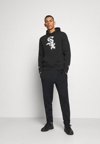 Fanatics - MLB CHICAGO WHITE SOX ICONIC PRIMARY COLOUR LOGO GRAPHIC HOODIE - Hoodie - black - 1