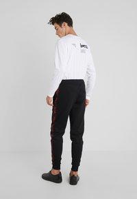 HUGO - DASCHKENT - Spodnie treningowe - black - 2