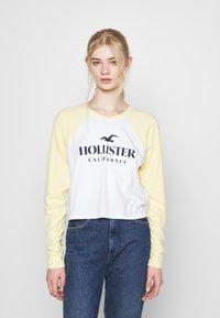 Hollister Co. - PRINT - Topper langermet - mellow yellow - 0