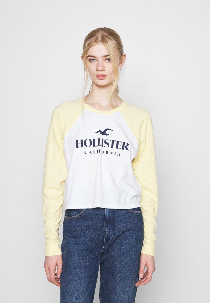 Hollister Co. - PRINT - Topper langermet - mellow yellow