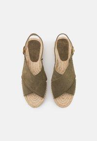 JUTELAUNE - CROSSED FLAT - Platform sandals - khaki - 2