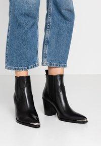 San Marina - AGUEDA - Boots à talons - black - 0