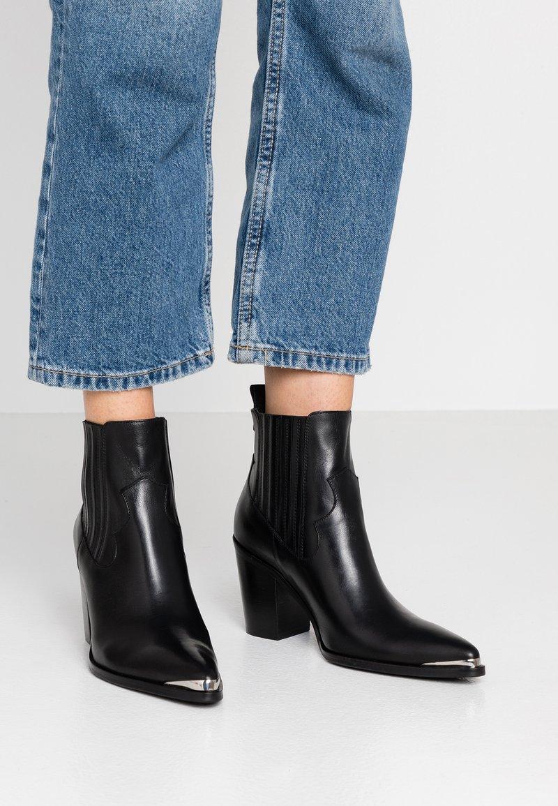 San Marina - AGUEDA - Boots à talons - black