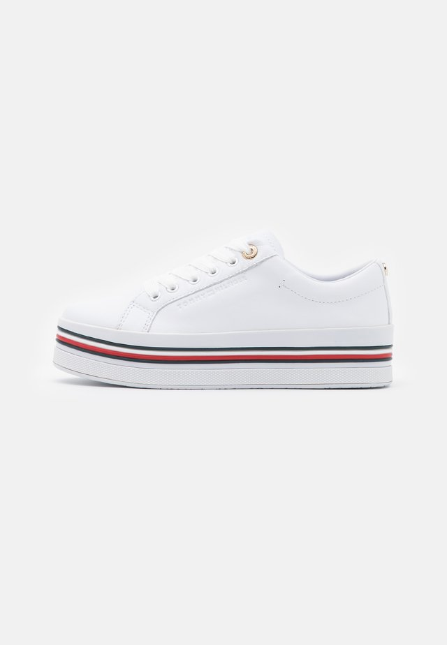 CORPORATE FLATFORM CUPSOLE - Zapatillas - white