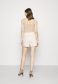 Missguided - DOUBLE POCKET - Shorts - cream - 2