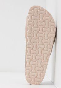 Birkenstock - MADRID BIG BUCKLE - Slippers - washed metallic/rose gold - 6