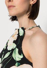 Anna Field - HALTER NECK BRAIDED BELT DRESS  - Žerzejové šaty - black/white/green - 4