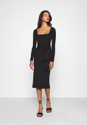 SCOOP NECK SELF TIE MIDI DRESS - Etui-jurk - black