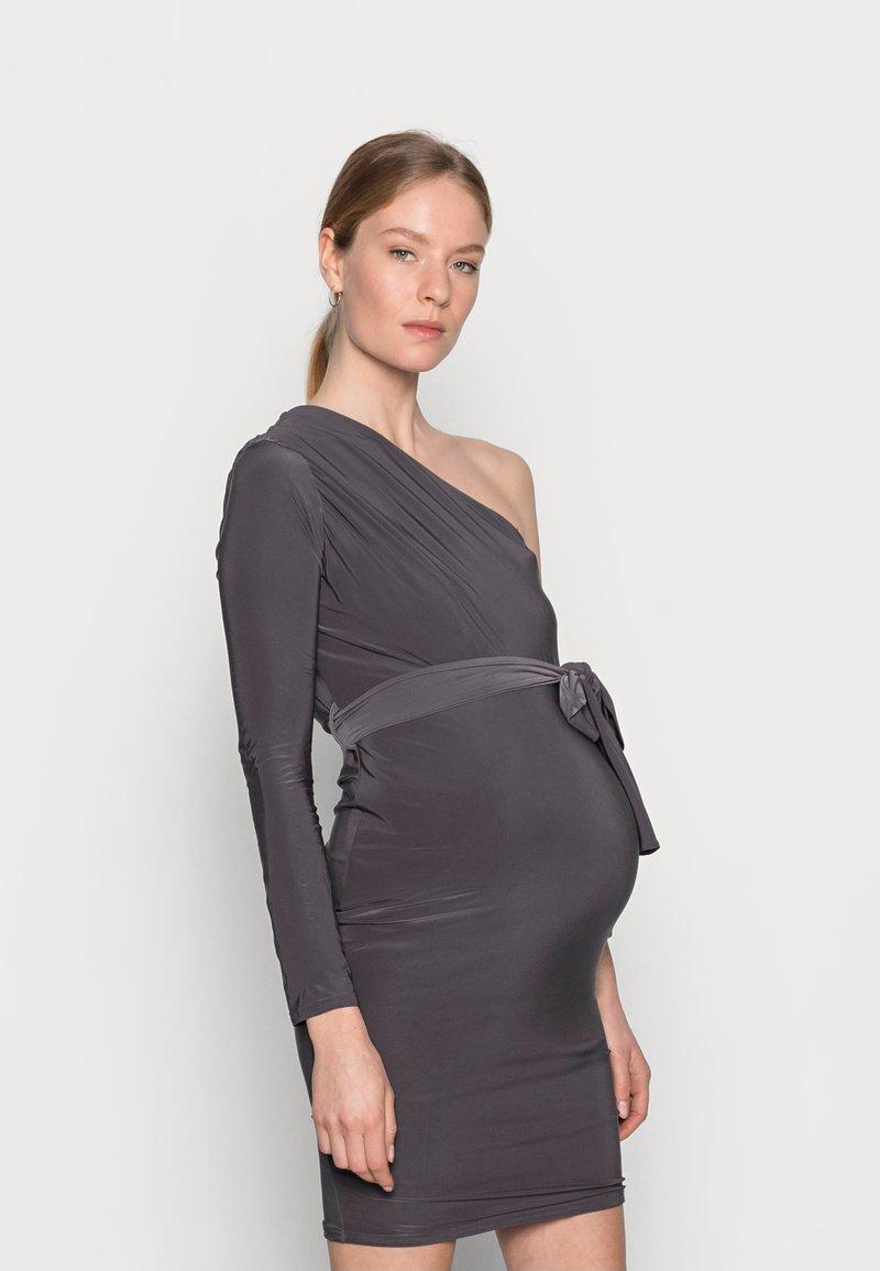 Missguided Maternity - SLINKY RUCHED DRESS - Pouzdrové šaty - grey