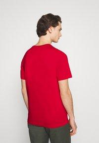 Nike Sportswear - TEE - Camiseta estampada - university red/white - 2