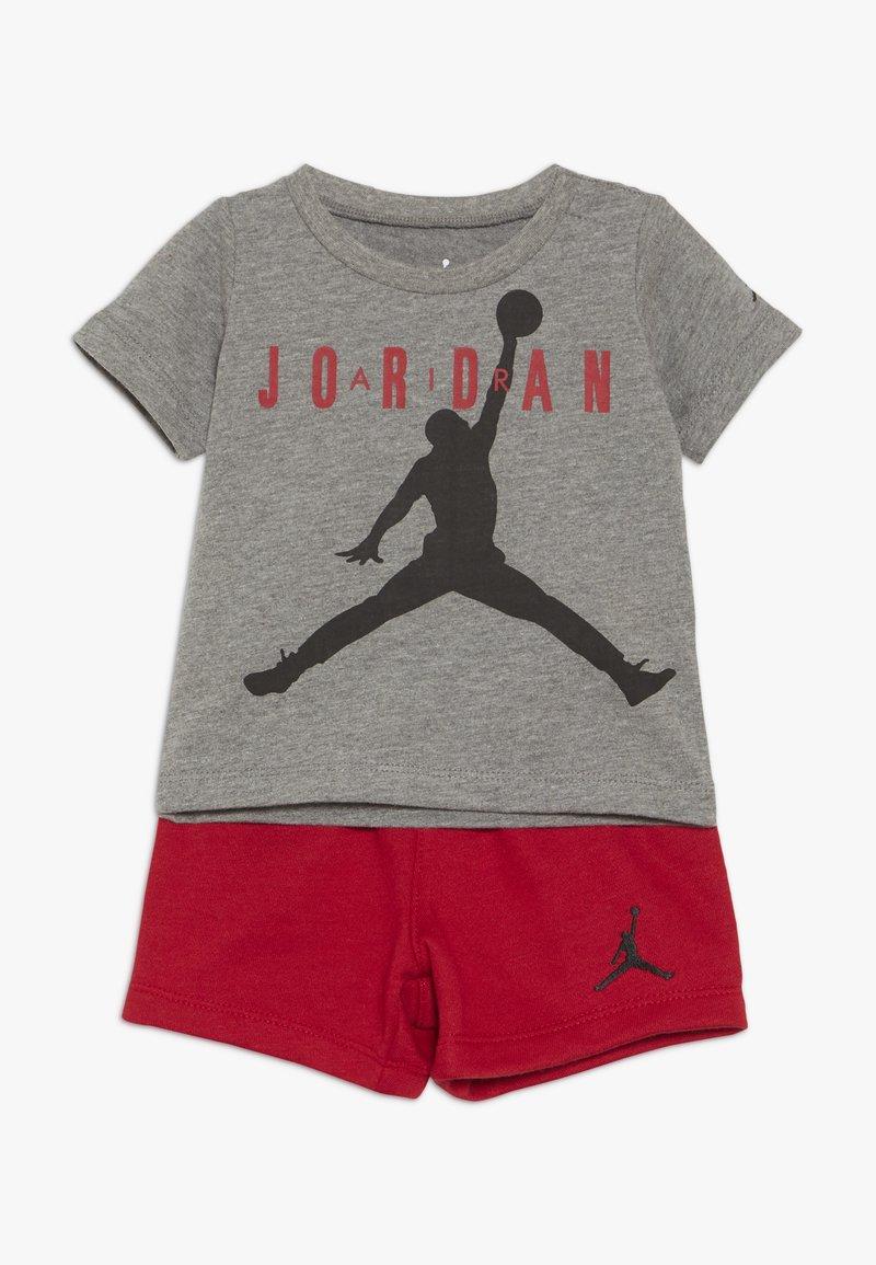 Jordan - JUMPMAN AIR SHORT SET - Urheilushortsit - gym red