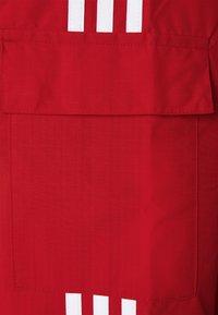 adidas Originals - THREE STRIPES UNISEX - Tunn jacka - scarlet - 2
