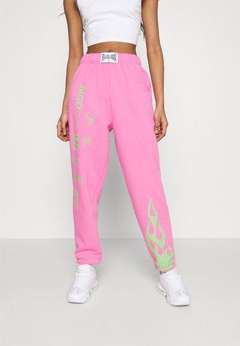 FLAME AND LOGO JOGGER - Teplákové kalhoty - pink