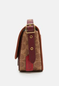 Coach - SIGNATURE WITH CONTRAST TRIM RAMBLER CROSSBODY  - Across body bag - tan/maroon - 3