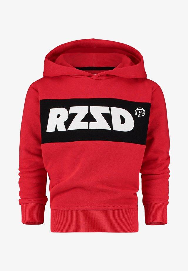 RIGA - Hoodie - blast red