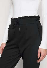 ONLY Tall - ONLPOPTRASH EASY FRILL PANT - Joggebukse - black - 4