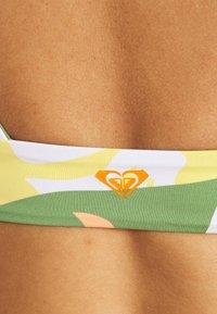 Roxy - WILDFLOWERS ELONGATED TRI - Bikini top - turf green undertone - 6